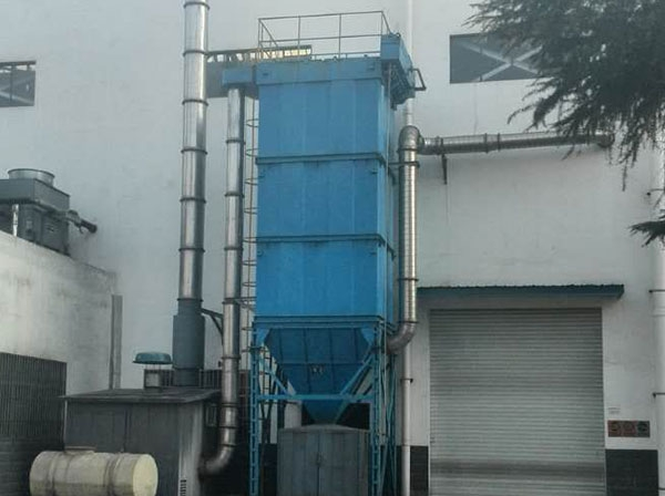 铸造行业使用的长袋低压袋式除尘器